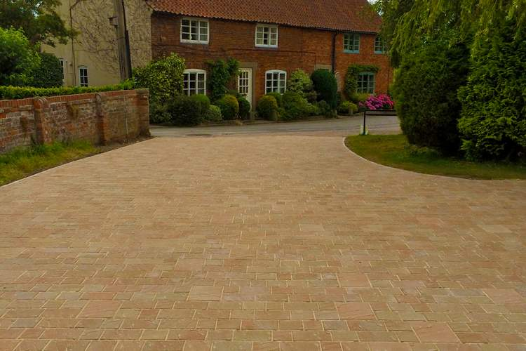 Driveway, Lincoln
